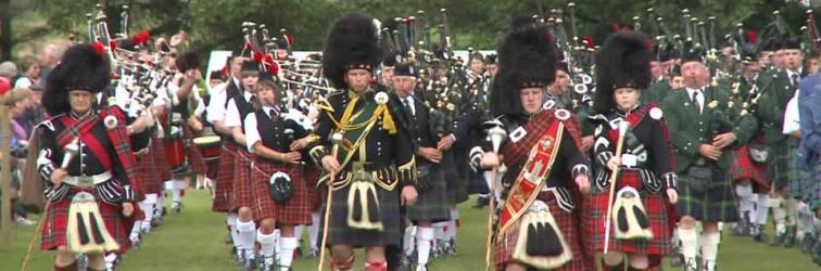 529790639-highland-band-cultura-escocesa-kilt-gaitero